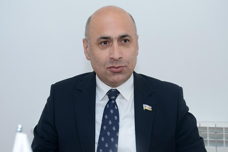 """Azər Badamov: """"Qanuna telefonun sinfə girişini qadağan edən maddə əlavə  olunsun"""""""
